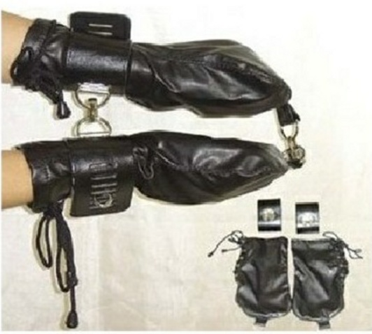 Bondage Glove With handcuffs - fixující pouta