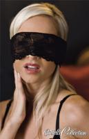 Černý krajkový šál přes oči
